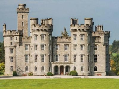Chic Scotland - Cluny Castle