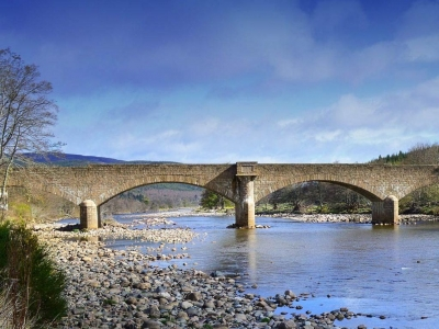 Chic Scotland - Lys-Na-Greyne