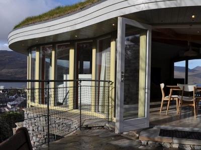 Chic Scotland - Stonehouses, Ullapool