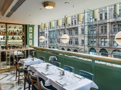 Chic Scotland - The Ivy on the Square