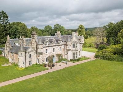 Chic Scotland - Wardhill Castle